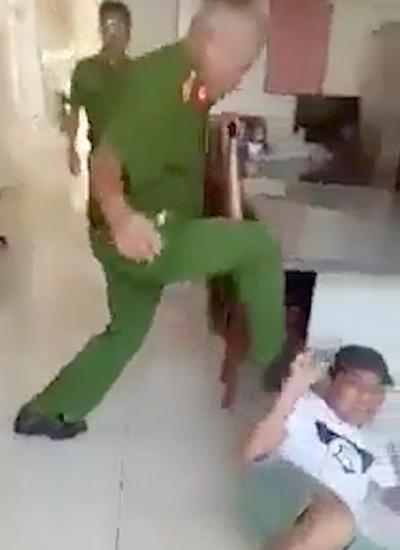 pho cong an phuong o phu yen dap nguoi dan trong tru so