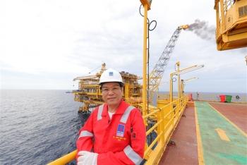 Gặp người đón dòng dầu khí đầu tiên từ lòng biển