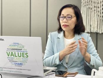 Nữ doanh nhân: Dẫu sóng cả vẫn vững tay chèo