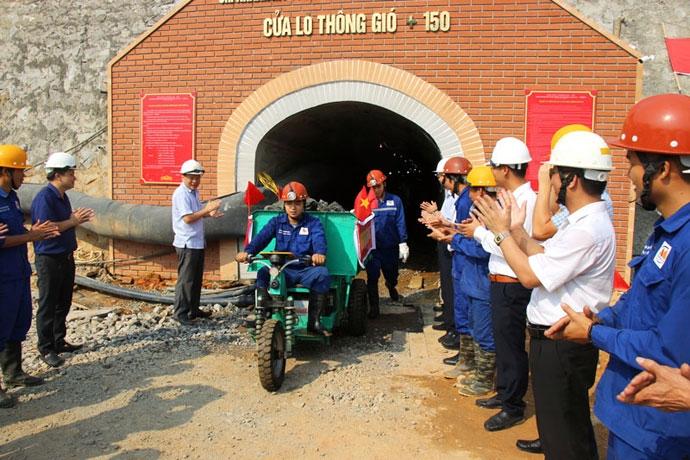 VIMICO đón tấn quặng đồng nguyên khai đầu tiên