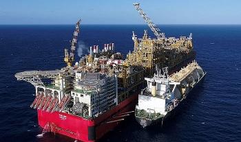 """Trung Quốc """"ra đòn"""" đầu tiên nhắm vào LNG của Úc"""