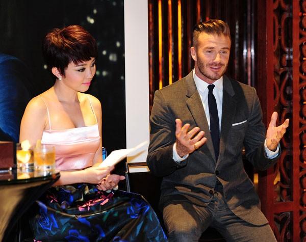 Beckham tung video khoe chuyến du ngoạn Việt Nam và các nước châu Á