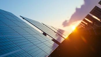 Anh sử dụng AI để dự đoán ảnh hưởng của mây đối với sản lượng điện mặt trời