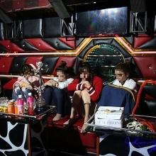 hang loat dan bay bi bat qua tang trong quan karaoke