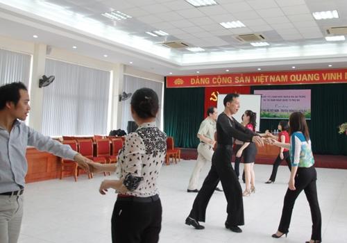 Sự kỳ thị với nghề dẫn nhảy