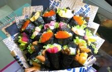 phu huynh chi gan chuc trieu dong mua bo hoa sushi tang giao vien