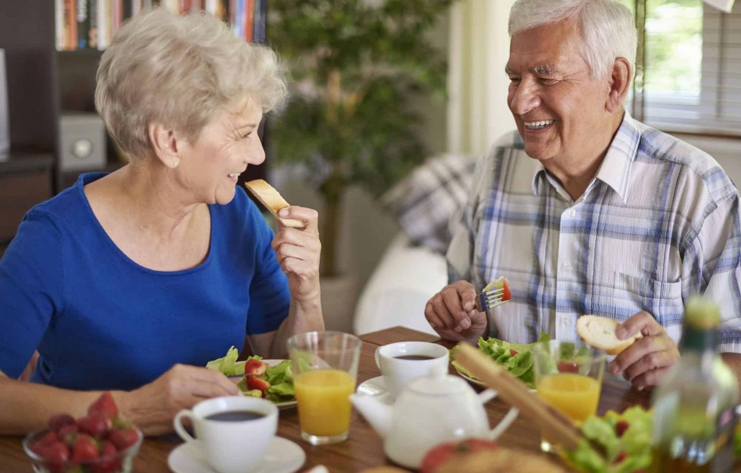 Ăn đúng cách giúp người cao tuổi sống khỏe hơn trong mùa dịch