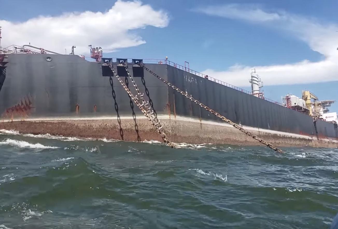 Hiểm họa môi trường từ tàu chở dầu thô được sử dụng như các bồn chứa nổi