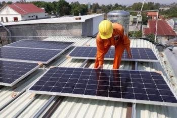 Nhập khẩu pin năng lượng mặt trời tăng vọt