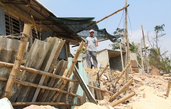 """Quảng Nam: Hàng chục nhà dân nguy cơ bị biển """"nuốt trôi"""""""