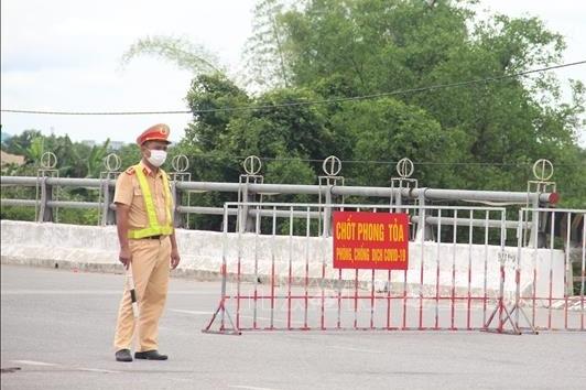 Hà Tĩnh: Phong tỏa 1 nhà máy và 8 thôn với gần 6.000 dân
