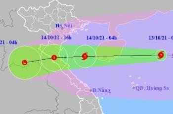 Bão số 8 giật cấp 14, dự báo giảm cấp khi đổ bộ từ Thanh Hóa đến Quảng Bình