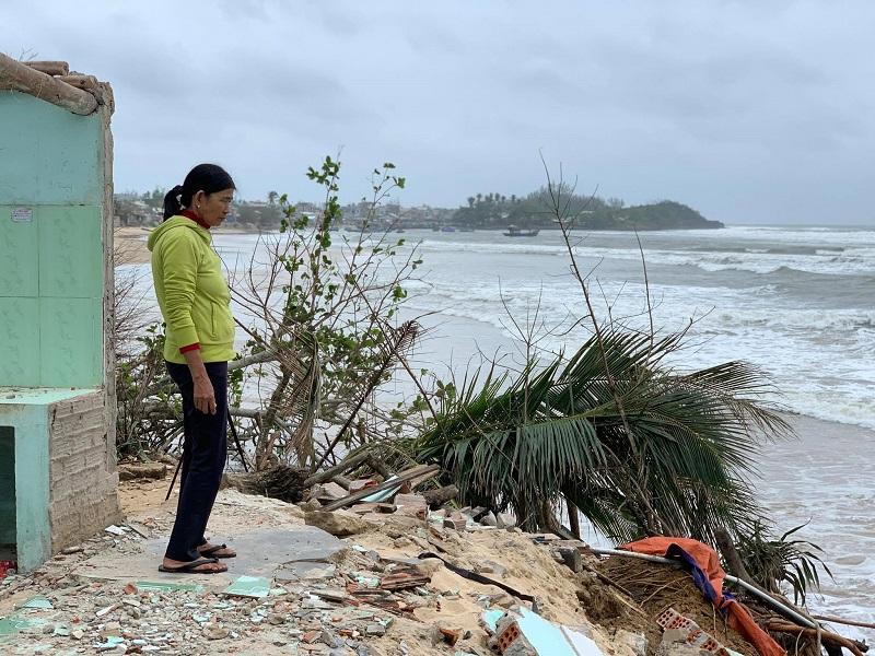 Quảng Ngãi: Bờ biển sạt lở nghiêm trọng, địa phương kiến nghị ban bố tình trạng khẩn cấp