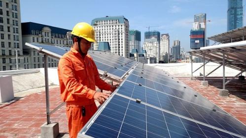 Vì sao EVN dừng mua điện mặt trời mái nhà?