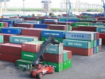 hang chuc nghin container phe lieu bi bo quen tai cang bien