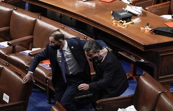 Nút khẩn cấp ở quốc hội Mỹ bị phá hỏng trước vụ bạo loạn