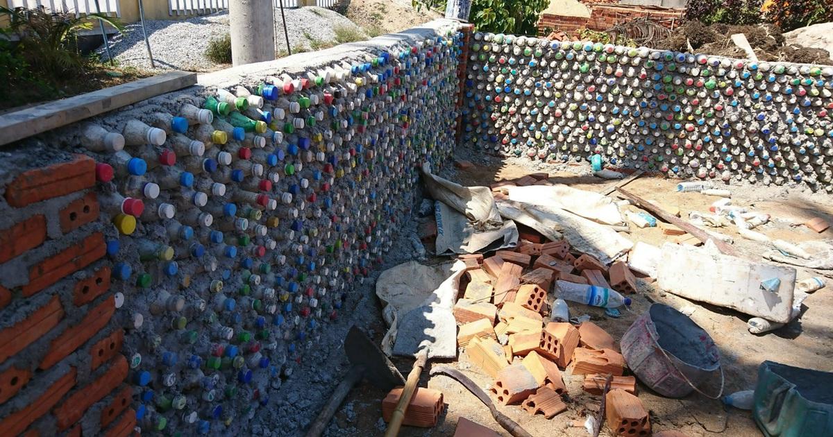 Chàng trai xây nhà từ 6000 chai nhựa trên đảo Bé Lý Sơn