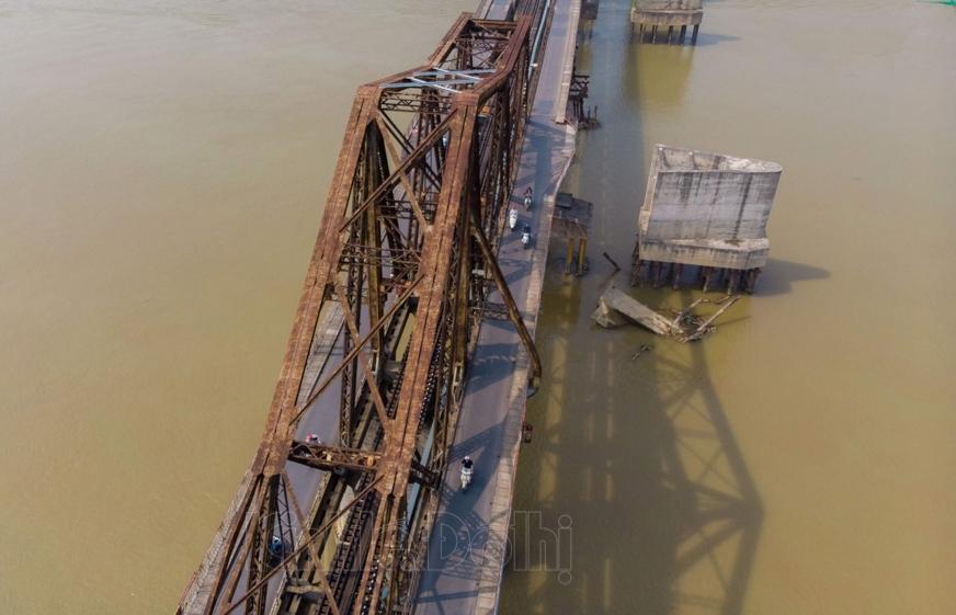 Phương án nào thay thế khi cầu Long Biên xuống cấp nghiêm trọng?
