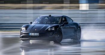 Porsche Taycan lập kỷ lục cú drift bằng xe điện dài nhất thế giới