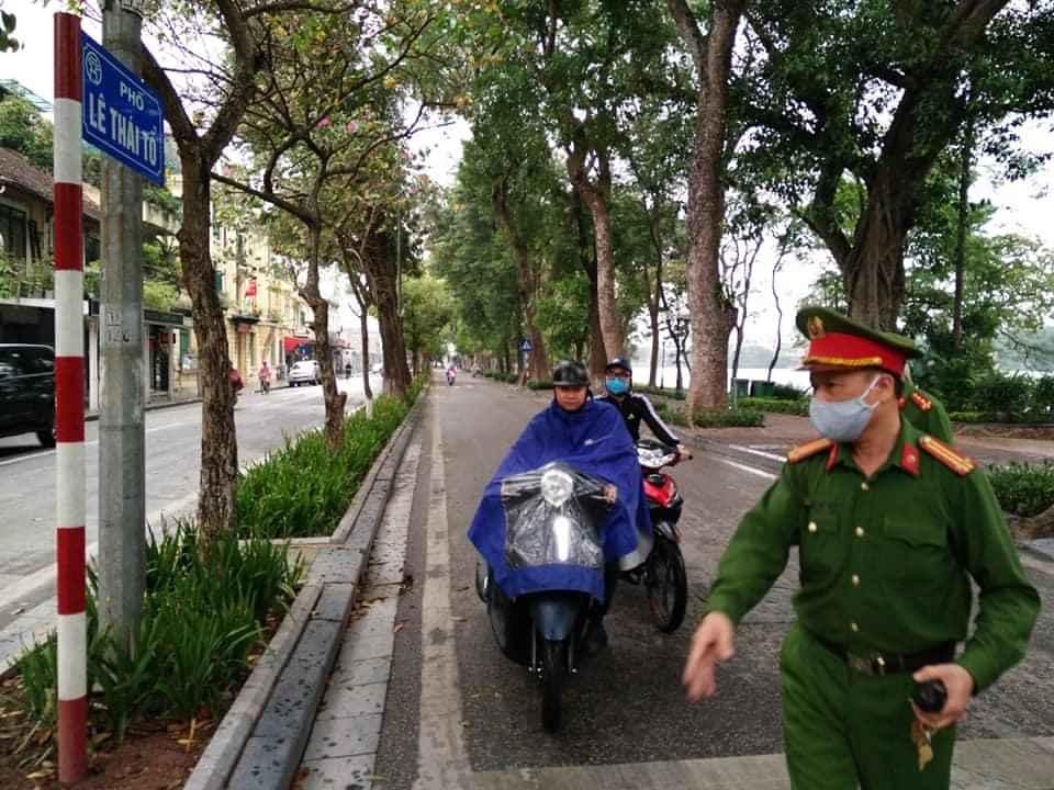 Hà Nội: Xử phạt 23 trường hợp không đeo khẩu trang