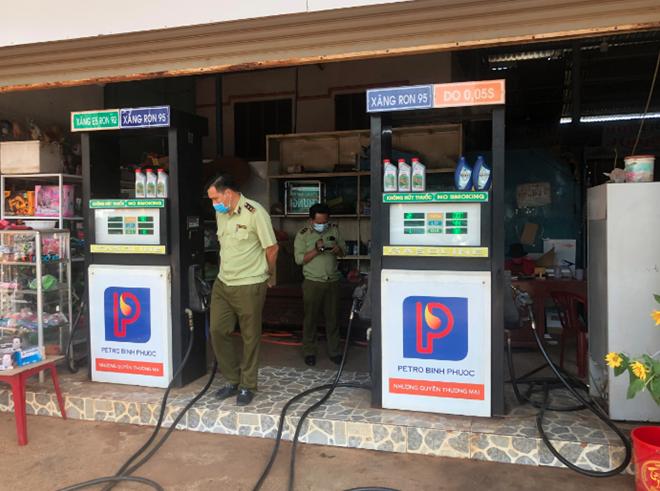 Phát hiện cửa hàng xăng dầu tự ý nâng giá xăng