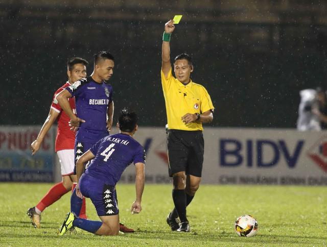 chuyen la v league phat hai the vang van duoc thi dau