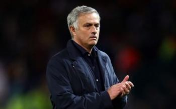 mourinho xa gian len cau thu man utd suot 45 phut