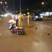 vinh phuc khoi to 2 doi tuong tong csgt khi di an mung chien thang