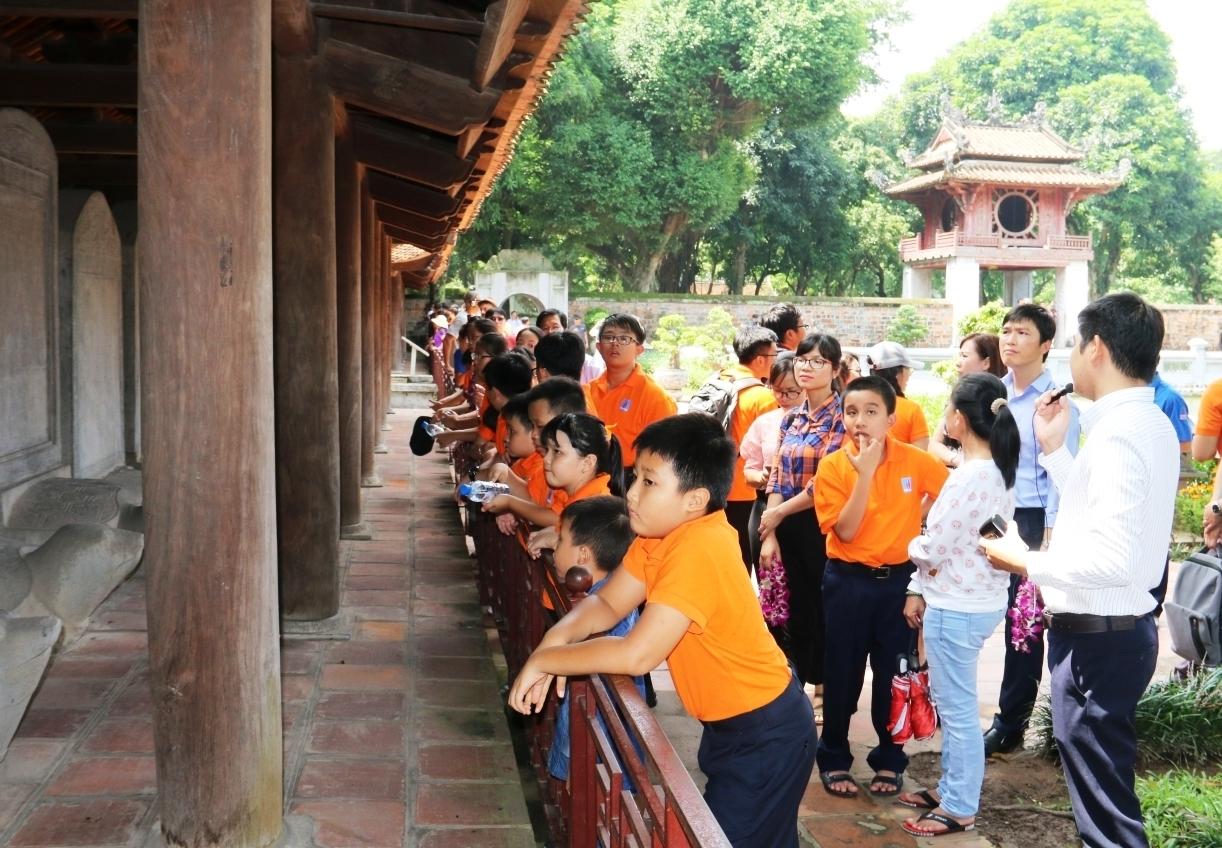 Hà Nội triển khai thực hiện chính sách hỗ trợ hướng dẫn viên du lịch