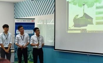 Sinh viên Đà Nẵng sáng chế máy nhặt rác biển thông minh