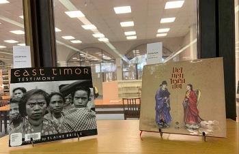 Sách ảnh về cổ phục Việt Nam được đưa vào thư viện Đại học Quốc gia Úc