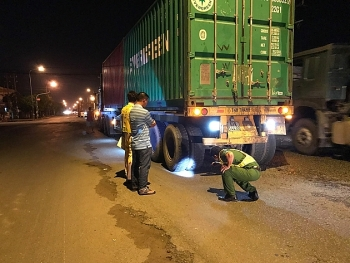 binh duong xe container can chet nguoi roi bo chay