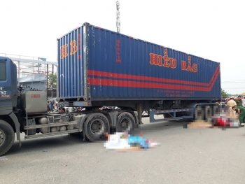 hai vo chong tu vong duoi banh xe container be trai 10 tuoi nguy kich