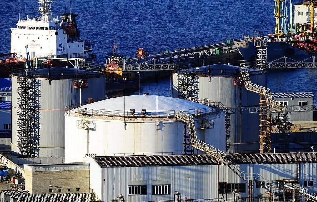 Hơn 5.000 tấn xăng đầu tiên của Belarus đã được vận chuyển qua cảng biển của Nga