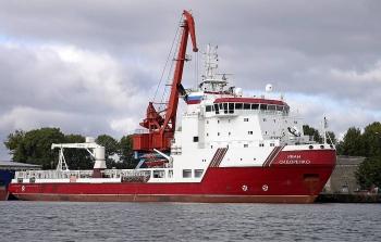 Tàu cung cấp đường ống cho Nord Stream 2 vào Biển Baltic