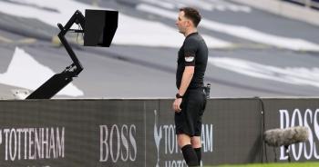 Trọng tài lạm dụng VAR, tước oan bàn thắng của Man Utd?