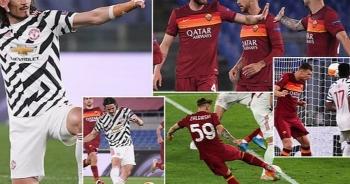 Man Utd thua AS Roma trong ngày Cavani lập cú đúp