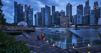Giới siêu giàu ồ ạt đổ tiền về Singapore, mua cả xe Bentley qua mạng
