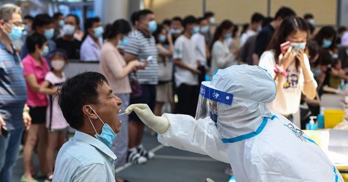 """Trung Quốc bùng """"ổ dịch"""" Covid-19 nghiêm trọng nhất trong nhiều tháng"""
