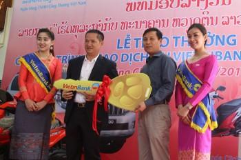 vietinbank lao trao thuong o to prado cho khach hang