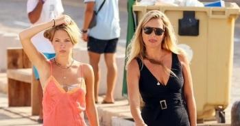 """Siêu mẫu Kate Moss và """"ái nữ"""" 18 tuổi thu hút ánh nhìn"""