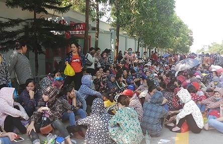 hon 8000 cong nhan giay da o thanh hoa ngung viec doi tang luong