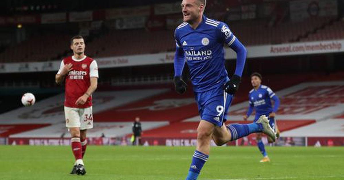 Vardy tỏa sáng, Leicester gieo sầu cho Arsenal