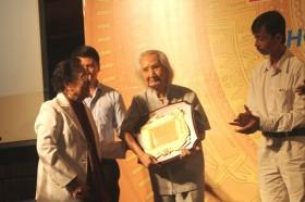 Nhạc sư Vĩnh Bảo và nhà nghiên cứu Phạm Hoàng Quân được tôn vinh