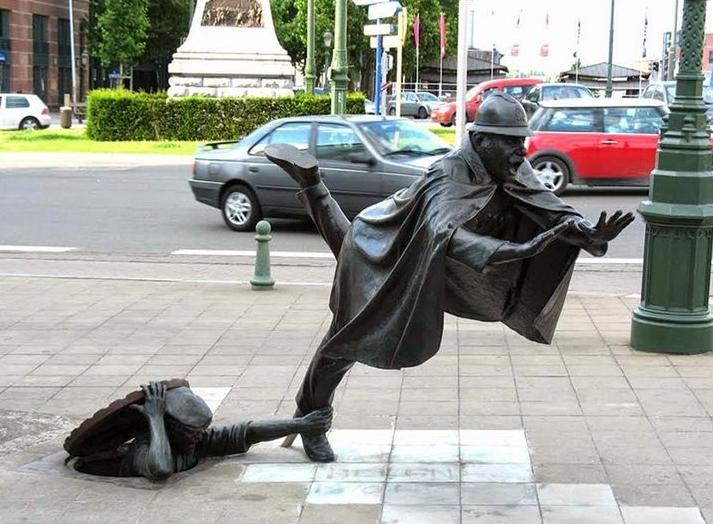 """Top 10 tác phẩm điêu khắc """"kỳ quái"""" nhất thế giới"""