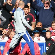 khong phai mourinho tro ly cua sarri dinh an phat
