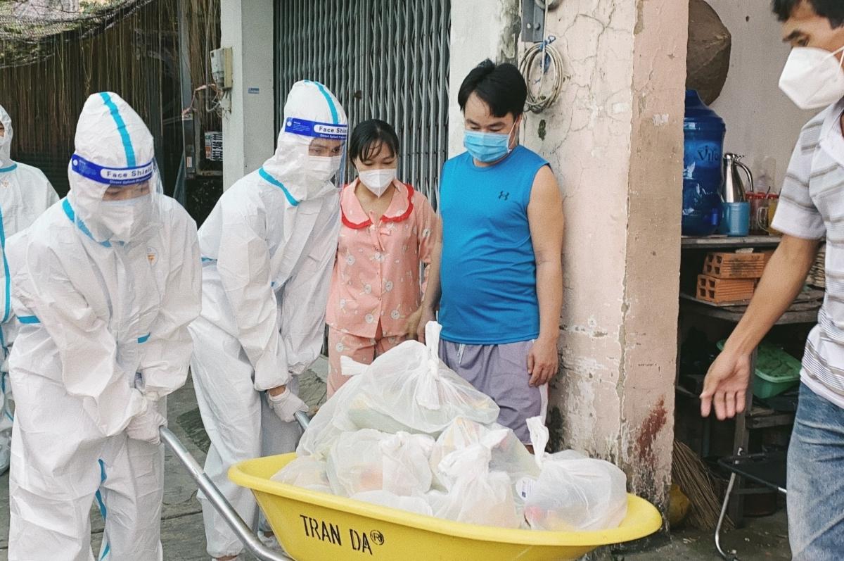 Dàn Hoa hậu, Á hậu vào tâm dịch tiếp tế lương thực cho người nghèo
