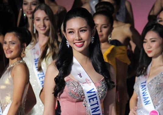 thuy tien ghi diem voi gu thoi trang tinh te tai miss international 2018