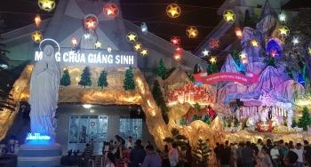 Lung linh Giáng sinh nơi xóm đạo
