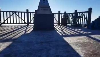 Sapa nhiệt độ giảm, đỉnh Fansipan xuất hiện băng giá